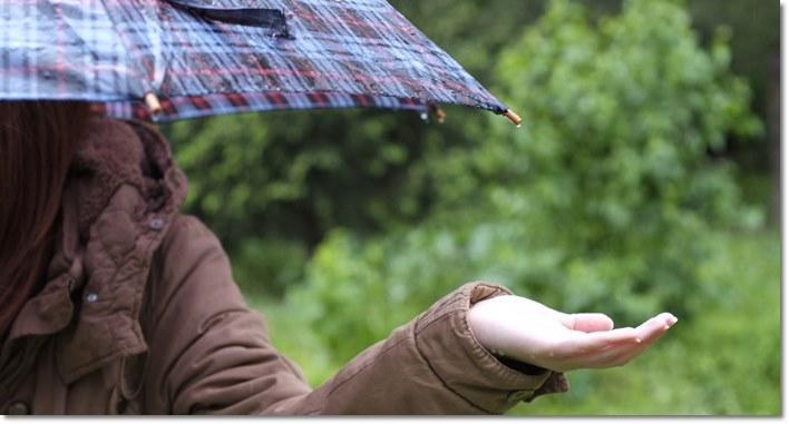 ディズニー雨の日の服装!傘?レインコード?一番おすすめコーデと雨具を紹介!