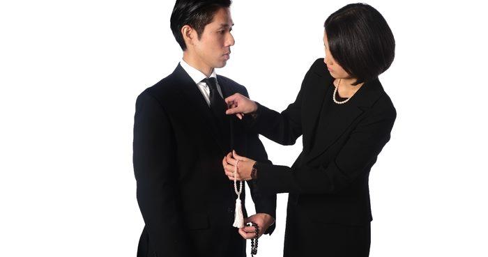 お葬式の服装!男性は普段の黒っぽいスーツと靴じゃバレる!?
